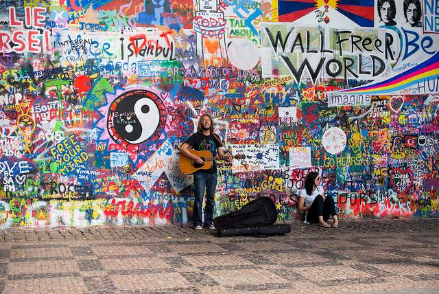 Стена Д.Леннона прага